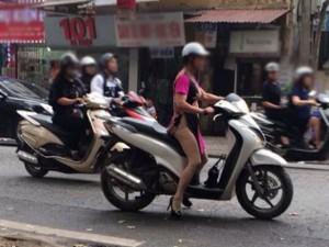 """Bạn trẻ - Cuộc sống - Sốc với hình ảnh """"quên mặc quần"""" của phụ nữ Hà thành"""