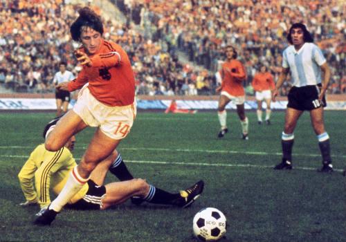 """""""Thánh"""" Cruyff: Bất tử trong lòng fan bóng đá đẹp - 1"""