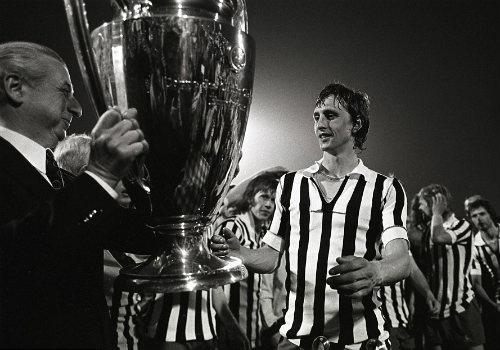 """""""Thánh"""" Cruyff: Bất tử trong lòng fan bóng đá đẹp - 13"""