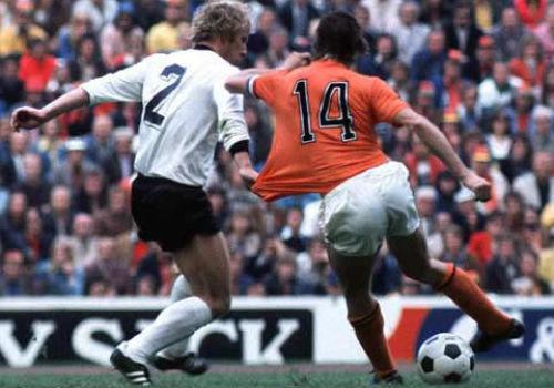 """""""Thánh"""" Cruyff: Bất tử trong lòng fan bóng đá đẹp - 14"""