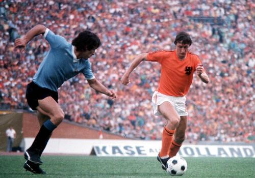 """""""Thánh"""" Cruyff: Bất tử trong lòng fan bóng đá đẹp - 4"""