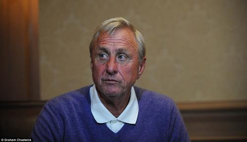 Thế giới bóng đá tiếc thương huyền thoại Cruyff - 1