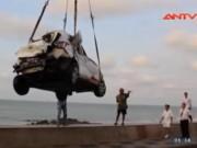 Video An ninh - Taxi lao xuống biển Vũng Tàu, nữ hành khách tử vong