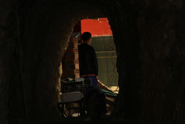 Mục sở thị nơi bí thư huyện đào núi làm... hầm rượu - 8