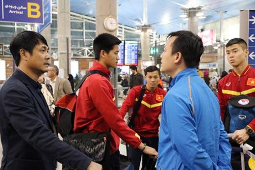 """Đội tuyển Việt Nam đến Iran: Mệt nhưng vẫn """"tươi"""" - 2"""