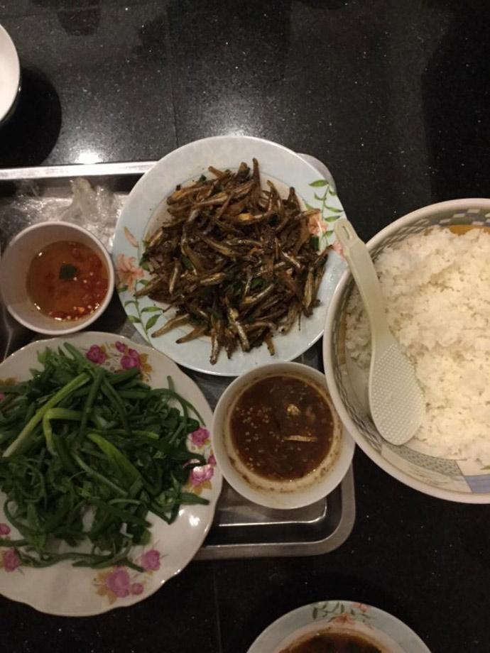 """Hoài Linh khoe bữa cơm """"kiếm tiền tỉ, nghiện cá khô"""" - 2"""
