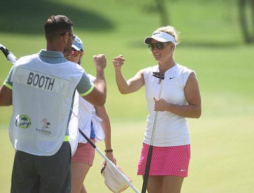 Tay golf xinh xắn nổi như cồn nhờ… múa cột - 3