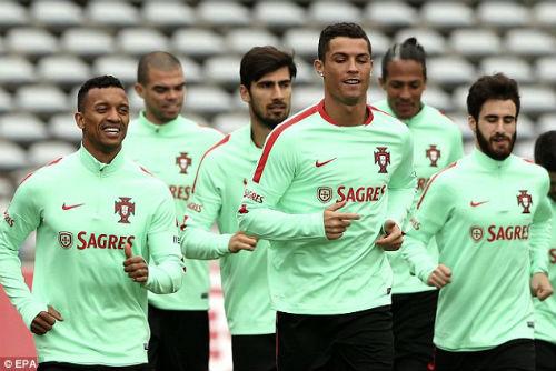 """Trượt 11m, Ronaldo """"để dành bàn thắng cho Euro 2016"""" - 1"""