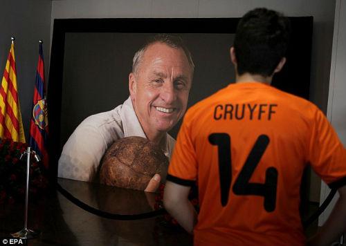 """Chủ tịch Real đích thân đến Nou Camp """"viếng"""" Cruyff - 7"""