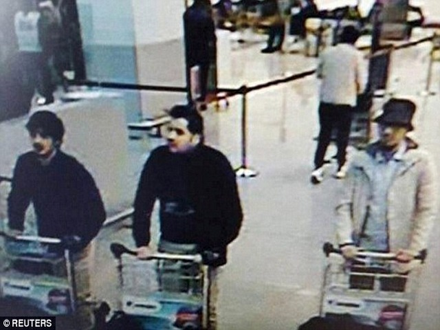 Khủng bố ở Bỉ: Nghi phạm áo trắng bí ẩn đã bị bắt - 1