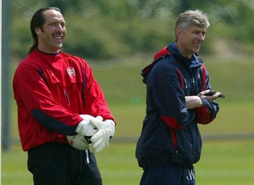 """Tin HOT tối 27/3: """"Muốn như MU, Arsenal cứ đuổi Wenger"""" - 1"""