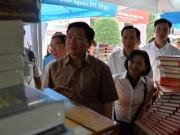 Tin tức trong ngày - Bí thư Đinh La Thăng thăm Hội sách TP HCM