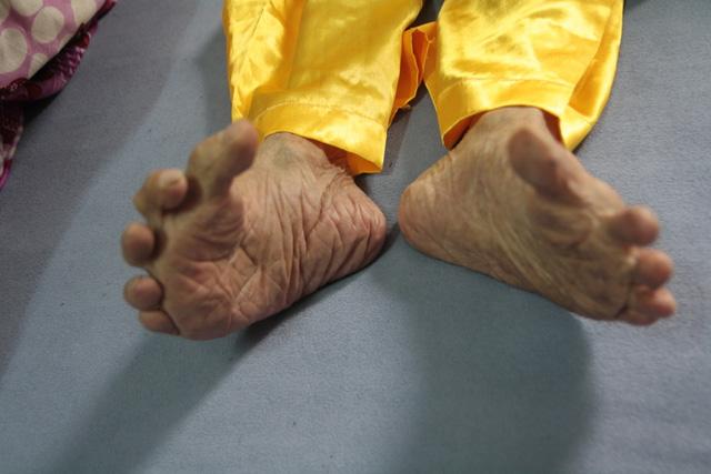 """Cụ ông 104 tuổi """"chân Giao Chỉ"""" cả đời không đi vừa giày dép - 2"""