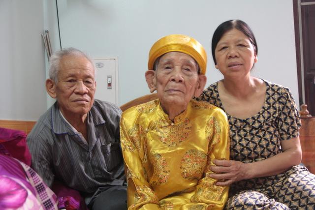 """Cụ ông 104 tuổi """"chân Giao Chỉ"""" cả đời không đi vừa giày dép - 3"""