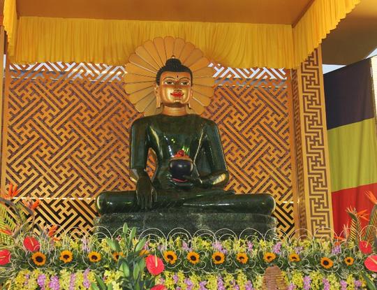 Tượng Phật ngọc lớn nhất thế giới đến Quảng Bình - 1