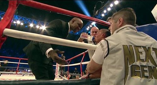 """Boxing: Cha xin con đừng """"phế võ công"""" đối thủ - 2"""