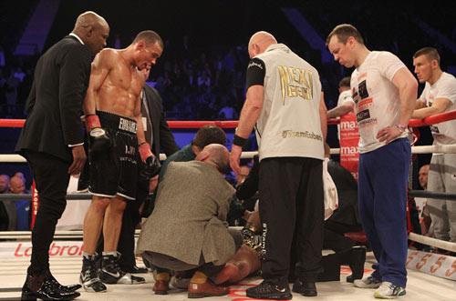 """Boxing: Cha xin con đừng """"phế võ công"""" đối thủ - 7"""