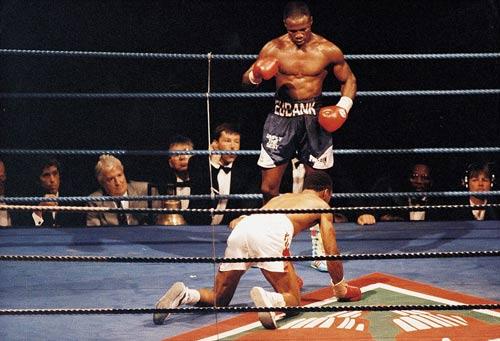"""Boxing: Cha xin con đừng """"phế võ công"""" đối thủ - 4"""