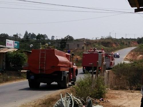 Xe cứu hỏa tiếp nước sinh hoạt khẩn cấp cho vùng bị hạn - 1