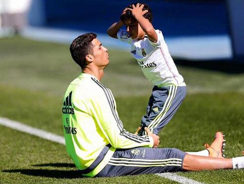 Ronaldo - Messi dạy con: Khổ luyện và bản năng - 2
