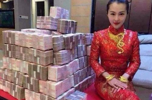 """Cô dâu Trung Quốc khoe hồi môn khiến ai nấy """"phát ngất"""" - 1"""