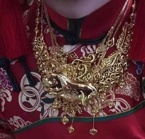 """Cô dâu Trung Quốc khoe hồi môn khiến ai nấy """"phát ngất"""" - 4"""