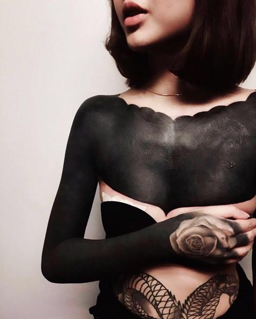 Hết hồn với mốt xăm đen phủ kín người như quỷ - 4