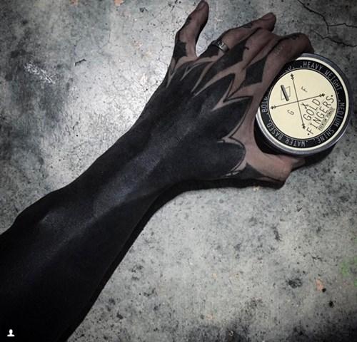 Hết hồn với mốt xăm đen phủ kín người như quỷ - 9