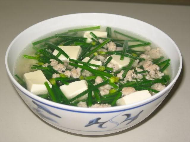 Bữa trưa giản dị với măng tây xào tôm, canh hẹ đậu phụ - 4