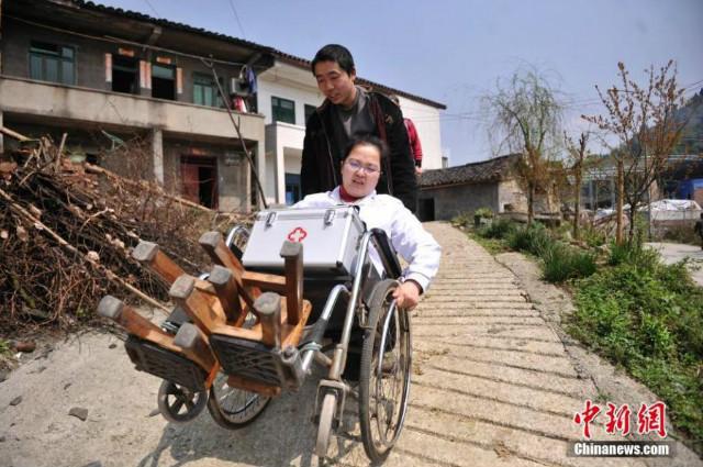 Cảm phục bác sĩ khuyết tật hết lòng vì bệnh nhân - 6