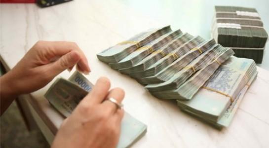 Ngân hàng 'khát' vốn, lãi suất huy động liên tục tăng - 1