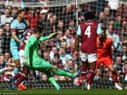 Bóng đá - Khó tin: Thủ môn West Ham solo ghi bàn từ sân nhà