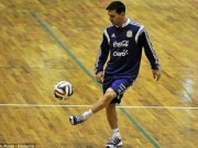 """Bóng đá - Messi """"bách phát bách trúng"""" vào rổ từ cự ly 15m"""