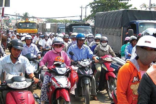 Tranh luận gay gắt về hạn chế xe cá nhân tại TP.HCM - 1