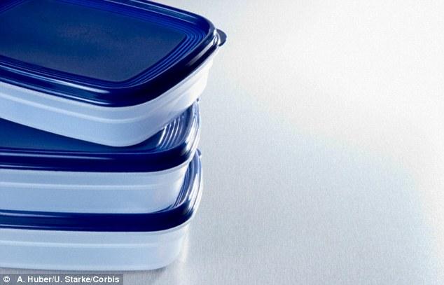 Thai phụ dễ sinh non nếu thường xuyên sử dụng hộp nhựa - 1