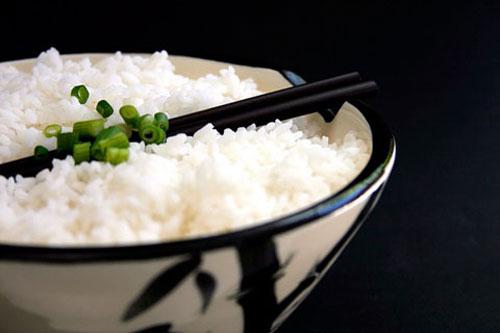 Nguy cơ ung thư dạ dày vì ăn cơm nguội sai cách - 1