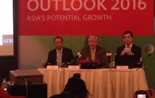ADB dự báo kinh tế Việt Nam tăng trưởng 6,7% - 1