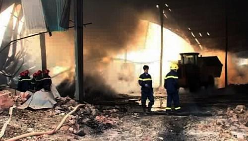 Bộ Công an vào cuộc điều tra vụ kho mì cháy suốt 7 ngày - 7