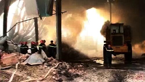Bộ Công an vào cuộc điều tra vụ kho mì cháy suốt 7 ngày - 9