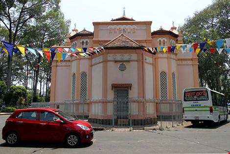 """Nhà thờ địa thế đẹp nhất vùng Chợ Lớn """"nghẹt thở""""' vì tệ nạn - 3"""