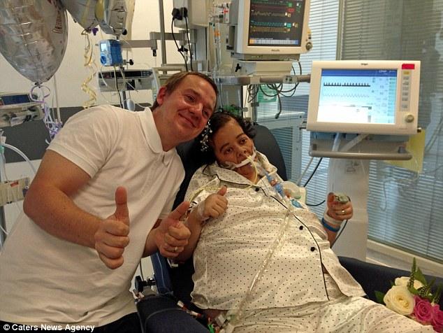 Bệnh nhân ung thư bất ngờ thoát chết sau đám cưới trên giường bệnh - 1