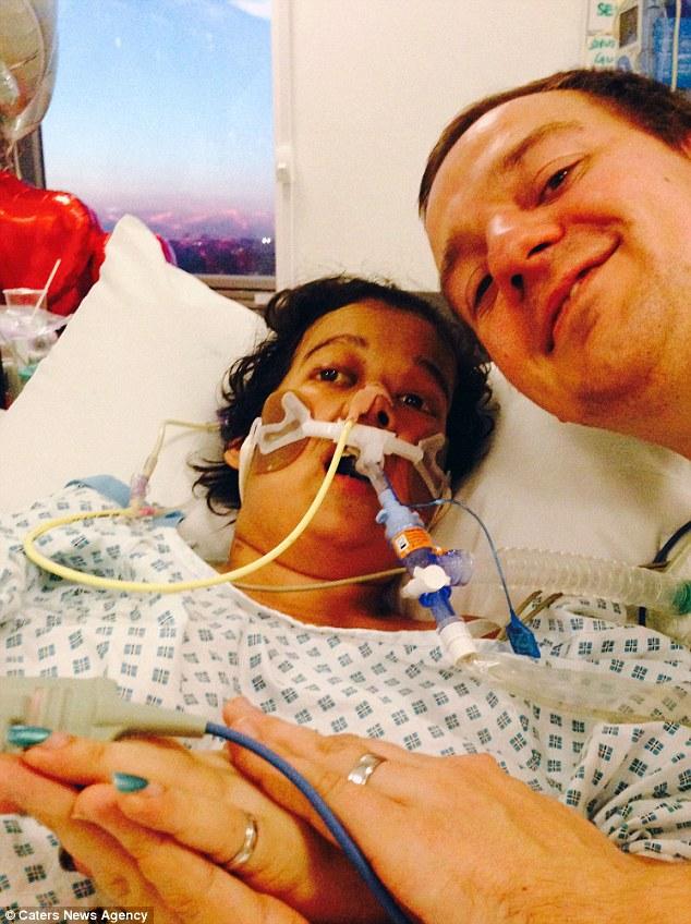 Bệnh nhân ung thư bất ngờ thoát chết sau đám cưới trên giường bệnh - 2