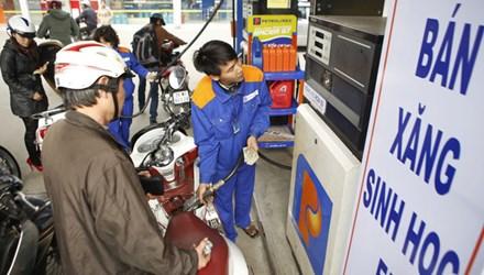 Đằng sau quyết định giảm thuế nhập khẩu xăng dầu là gì? - 1