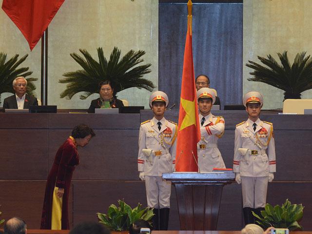 Bà Nguyễn Thị Kim Ngân trở thành nữ Chủ tịch QH đầu tiên - 2