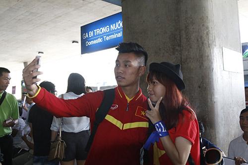 ĐT Việt Nam về nước: Hành tung bí ẩn của Công Vinh - 12