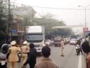 Video An ninh - Clip: Xe tải điên cuồng bỏ chạy giữa vòng vây CSGT