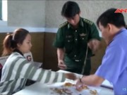 Video An ninh - Bắt 4 người Campuchia vác 3 tỷ tiền, vàng qua biên giới