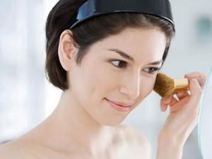 Có nên dùng bột ngô thay phấn phủ?