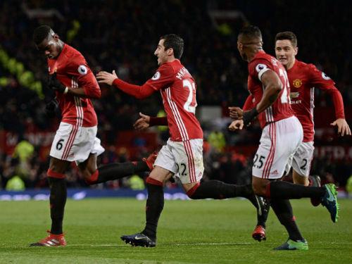 MU - Mourinho thắng kịch tính: Tinh thần Fergie bất diệt - 2