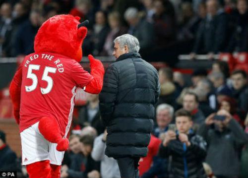 """MU: Mourinho thắng """"canh bạc"""" tấn công... nhờ vợ - 3"""